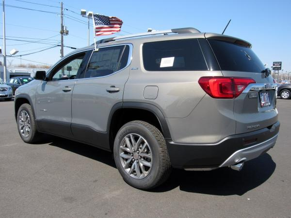 New 2019 GMC Acadia SLE for sale $34,104 at F.C. Kerbeck Bentley Palmyra N.J. in Palmyra NJ 08065 4