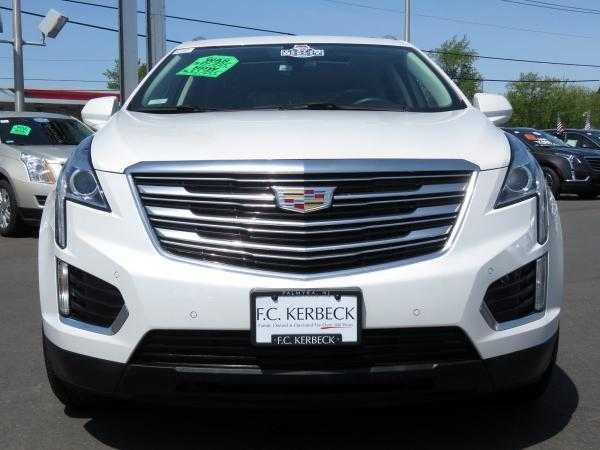 Used 2017 Cadillac XT5 Luxury FWD for sale Sold at F.C. Kerbeck Bentley Palmyra N.J. in Palmyra NJ 08065 3