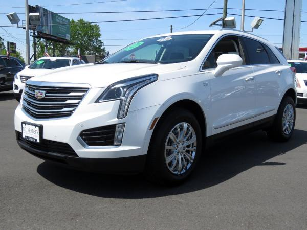 Used 2017 Cadillac XT5 Luxury FWD for sale Sold at F.C. Kerbeck Bentley Palmyra N.J. in Palmyra NJ 08065 4