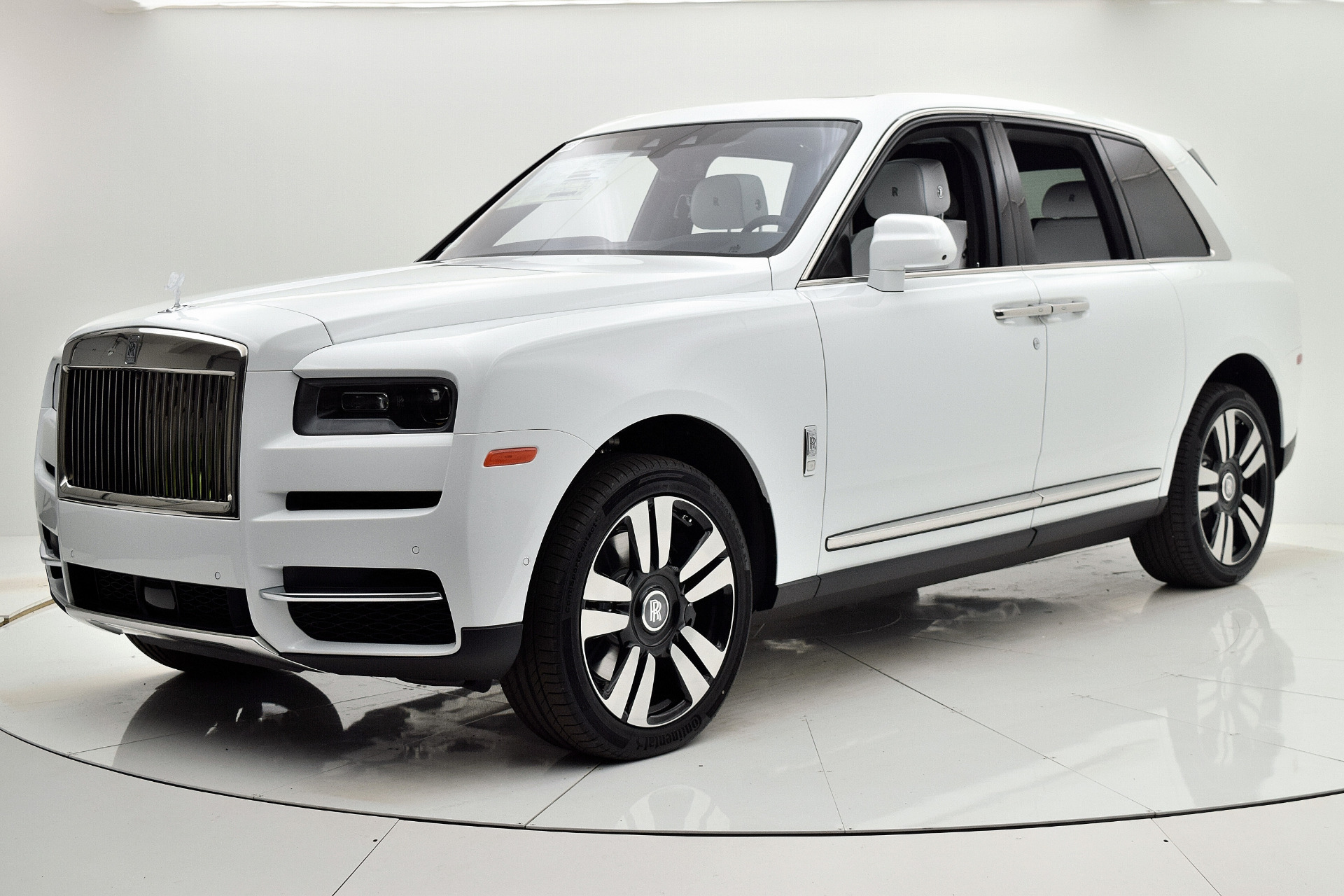 Used 2019 Rolls-Royce Cullinan for sale $349,880 at F.C. Kerbeck Bentley Palmyra N.J. in Palmyra NJ 08065 2