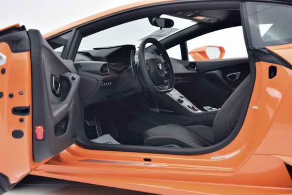 Used 2016 Lamborghini Huracan LP 610-4 Coupe for sale Sold at Bentley Palmyra N.J. in Palmyra NJ 08065 3
