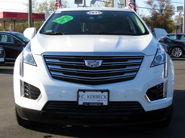 Used 2017 Cadillac XT5 Luxury FWD for sale $33,640 at F.C. Kerbeck Bentley Palmyra N.J. in Palmyra NJ 08065 3